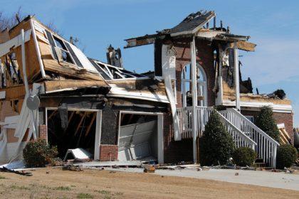外壁塗装を行う際に火災保険は適用されるのか?